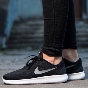 Nike free run black white women's running shoes